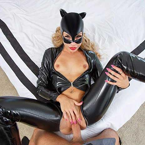Catwoman Having Sex in VR Cosplay