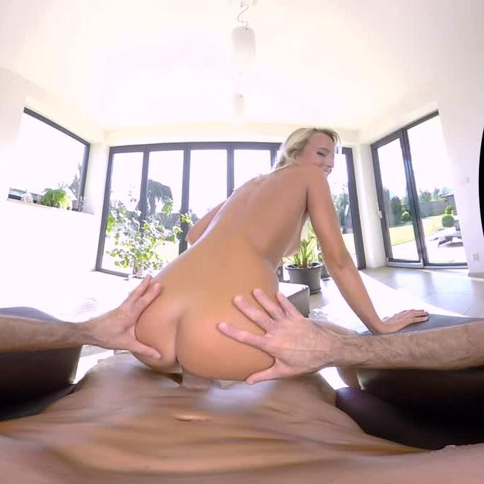 Sexbabes VR Sunday Mornings
