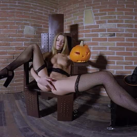 Halloween Treat From Alexis Crystal