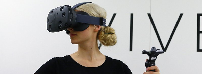 htc vive woman